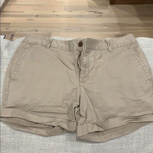 Banana Republic City Chino Shorts Size 10.